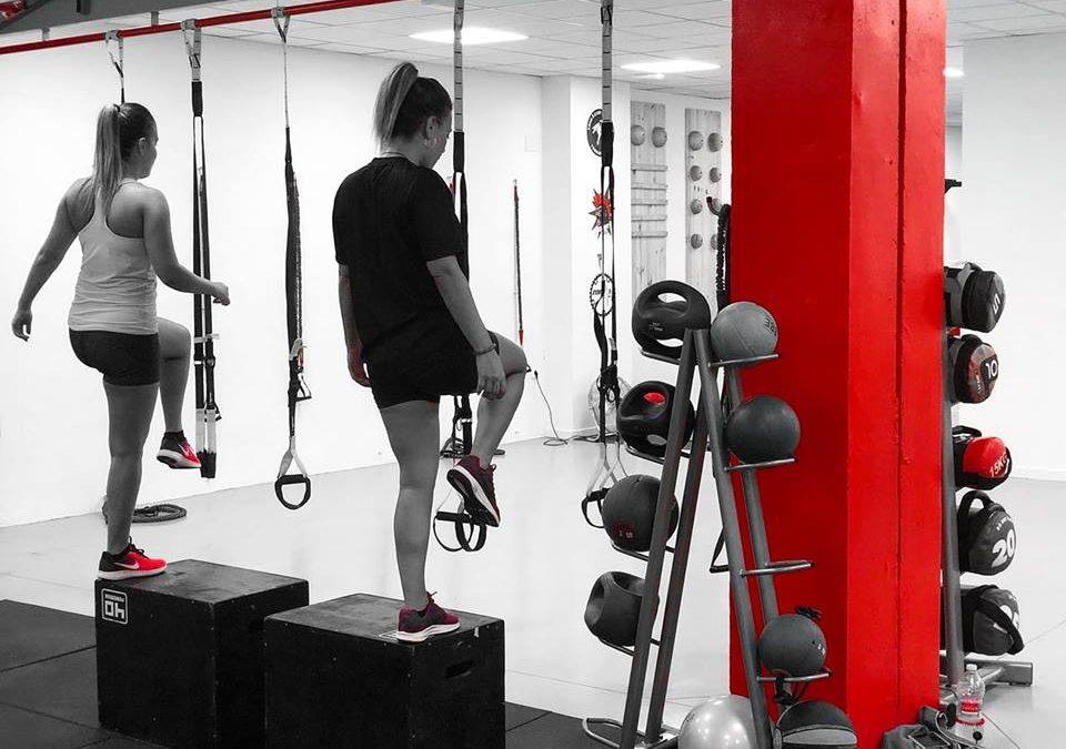 La «Subida al cajón» es un completo ejercicio para trabajar todo nuestro cuerpo